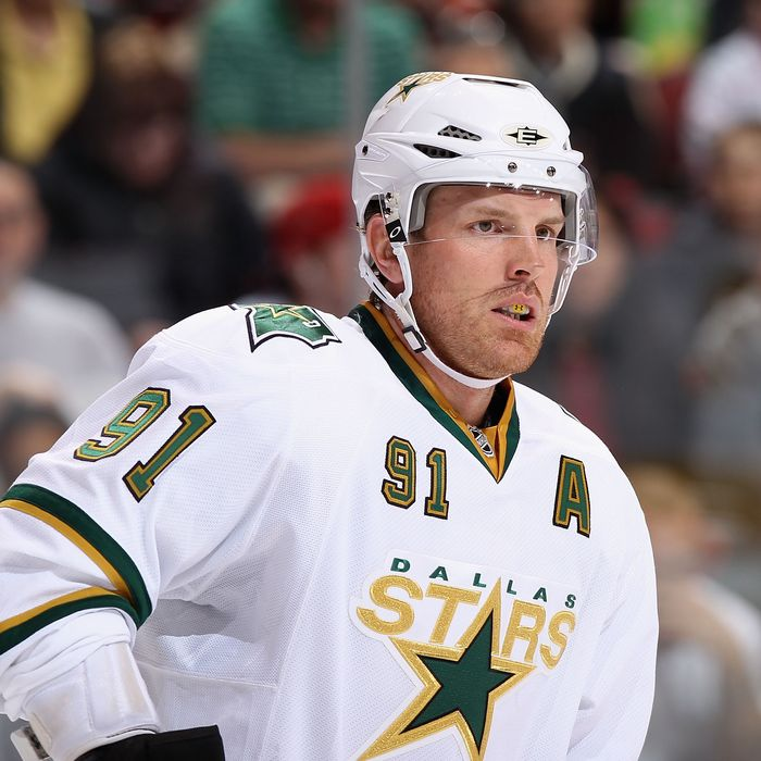 GLENDALE, AZ - MARCH 29: Brad Richards #91 of the Dallas Stars during the NHL game against the Phoenix Coyotes at Jobing.com Arena on March 29, 2011 in Glendale, Arizona. The Coyotes defeated the Stars 2-1 in an overtime shoot out. (Photo by Christian Petersen/Getty Images) *** Local Caption *** Brad Richards