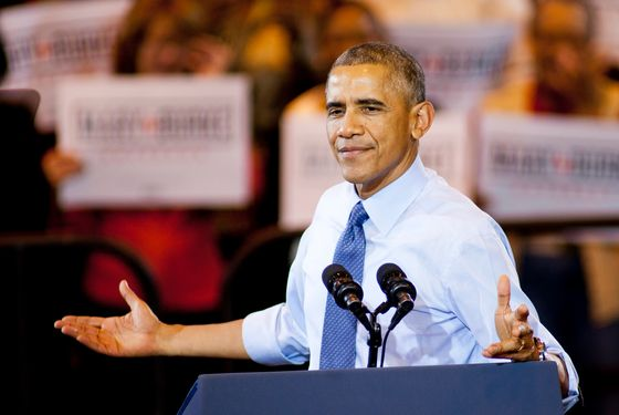 U.S. President Barack Obama speaks at a campaign rally for Democratic challenger for Wisconsin Governor Mary Burke at North Devision High School on October 28, 2014 in Milwaukee, Wisconsin. Voters go to the polls November 4, 2014.