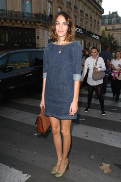PARIS, FRANCE - OCTOBER 03:  Alexa Chung arrives at the Stella McCartney Ready to Wear Spring / Summer 2012 show during Paris Fashion Week  on October 3, 2011 in Paris, France.  (Photo by Marc Piasecki/WireImage)