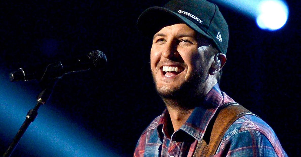 5d99766af22 Luke Bryan Finds Safety in Country s Middle Ground