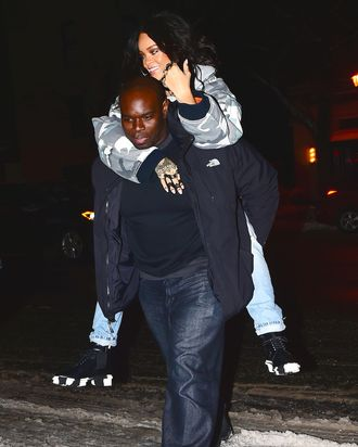 Rihanna keeps her feet dry.