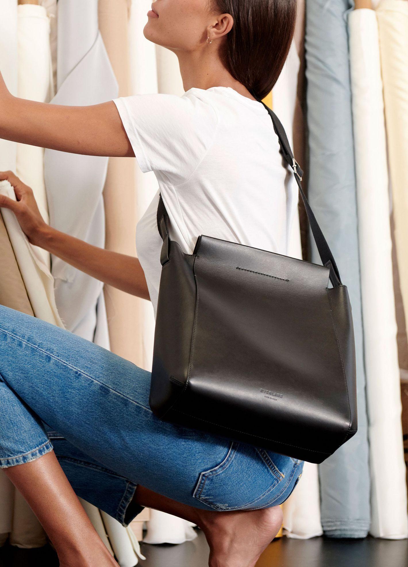 Everlane The Form Bag in Black