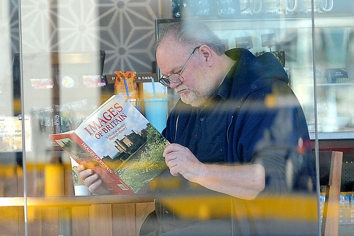 Thomas Markle Sr. reading a book about the U.K.