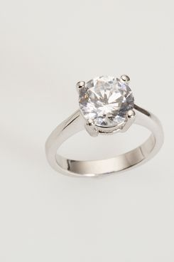 Women Now Paying For Their Own Engagement Rings