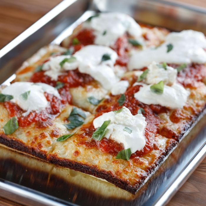 The classic Regular: red sauce, mozzarella, and oregano.