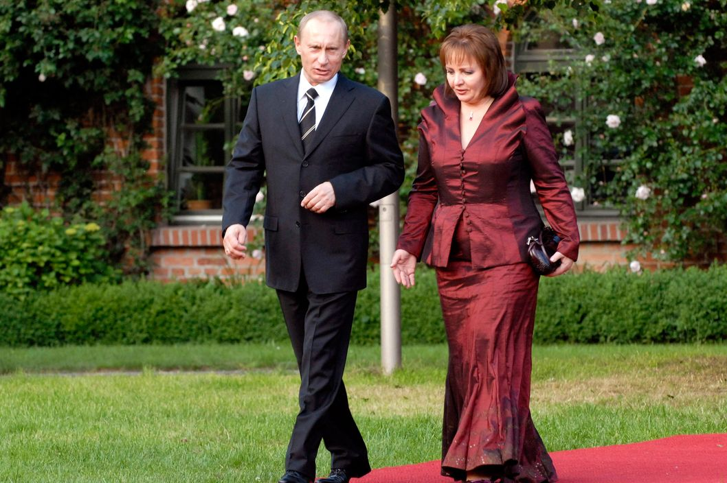 Wladimir W. Putin, President Russian Federation, and his wife Ludmila Alexandrowna Putina arrive to the dinner in Gut Hohen Luckow near Bad Doberan, Germany, Thuesday, June 6, 2007.
