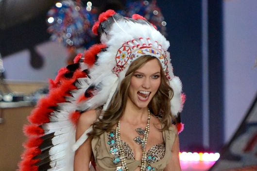 US model Karlie Kloss wears a native American Indian outfit during the 2012 Victoria's Secret fashion show November 7, 2012 in New York. AFP PHOTO/TIMOTHY A. CLARY        (Photo credit should read TIMOTHY A. CLARY/AFP/Getty Images)