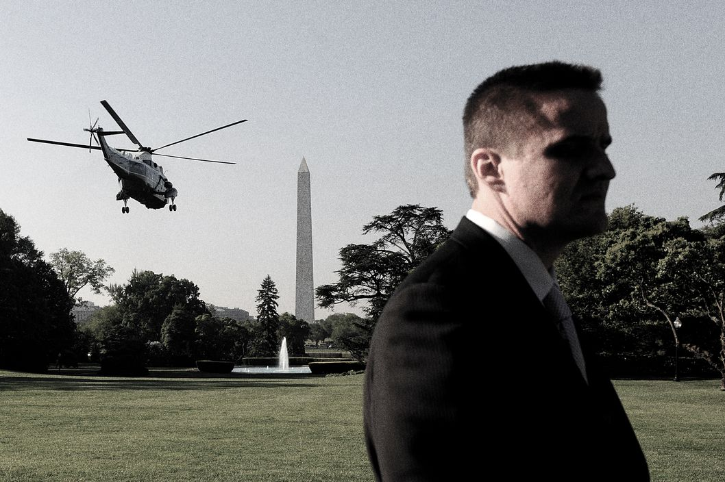 WASHINGTON - MAY 01:  (AFP OUT) A Secret Service agent stands on the lawn as U.S. President Barack Obama departs on Marine One from the White House May 1, 2010 in Washington, DC.