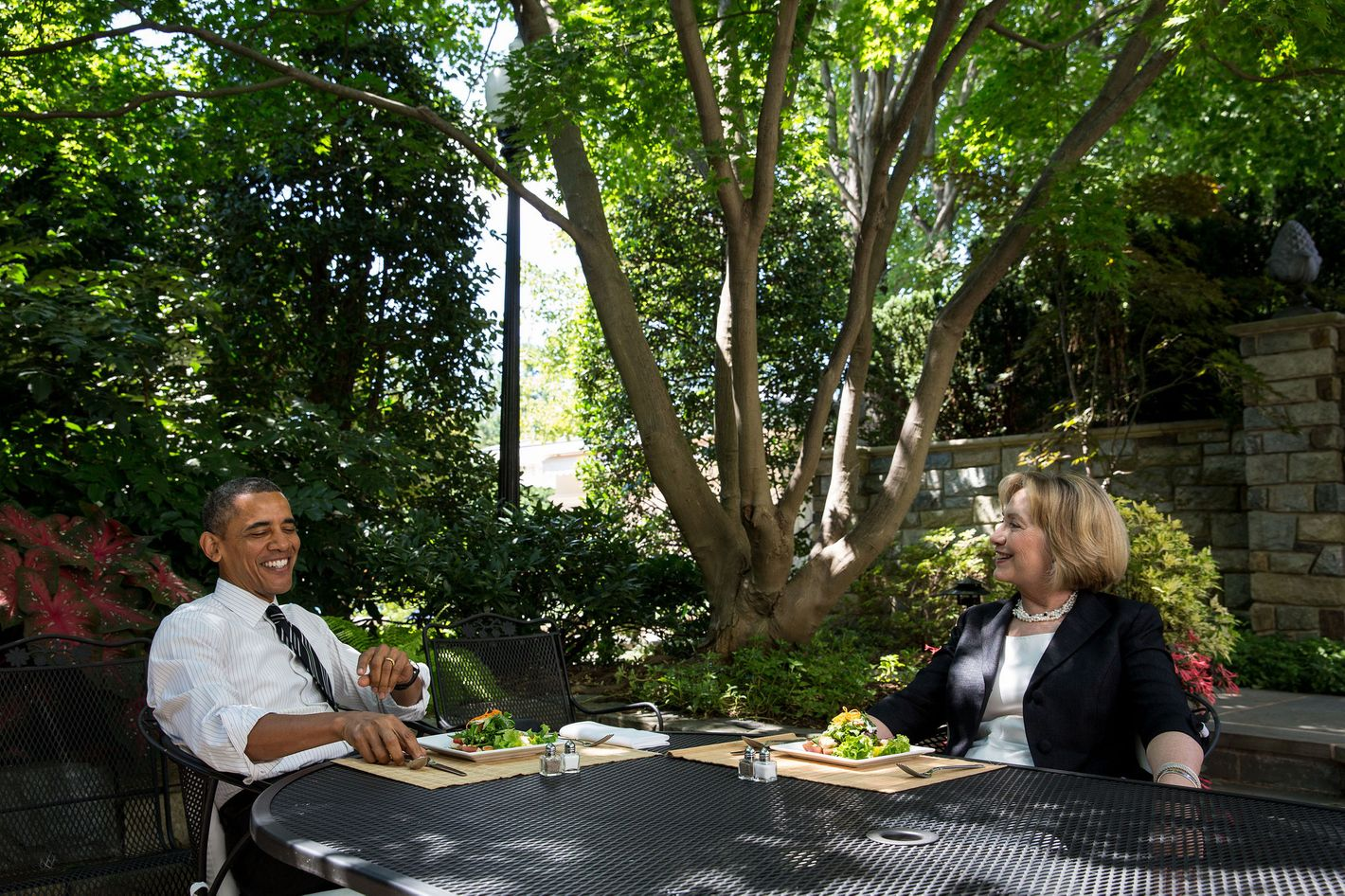 Overyzing A Photo Of President And Hillary Clinton Eating Lunch