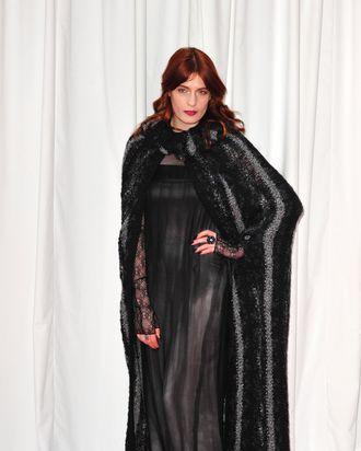 Singer-songwriter, Florence + The Machine sings.