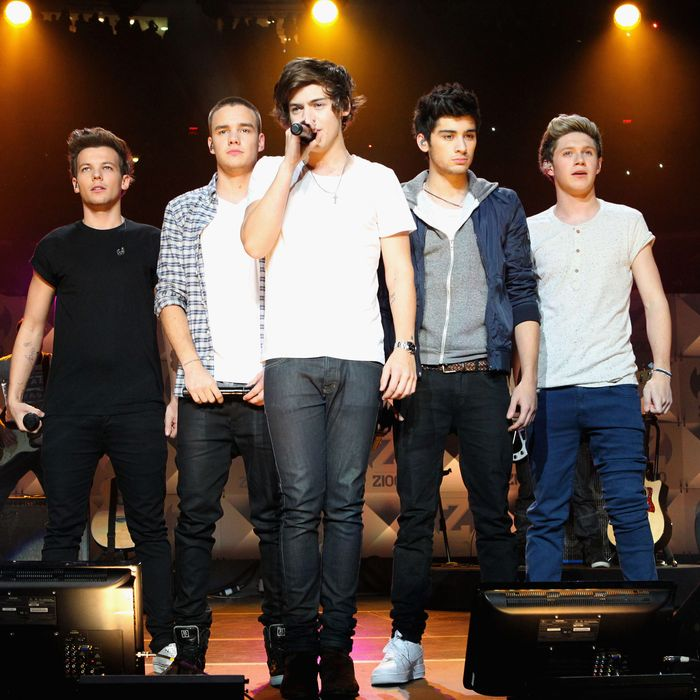 (L-R) Louis Tomlinson, Liam Payne, Harry Styles, Zayn Malik and Niall Horan of One Direction perform onstage during Z100's Jingle Ball 2012, presented by Aeropostale, at Madison Square Garden on December 7, 2012 in New York City.