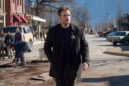 "WAYWARD PINES:  Ethan (Matt Dillon) in the ""The Friendliest Place on Earth"" episode of WAYWARD PINES airing Thursday, July 9 (9:00-10:00 PM ET/PT) on FOX.  ©2015 Fox Broadcasting Co.  Cr:  Liane Hentscher/FOX"
