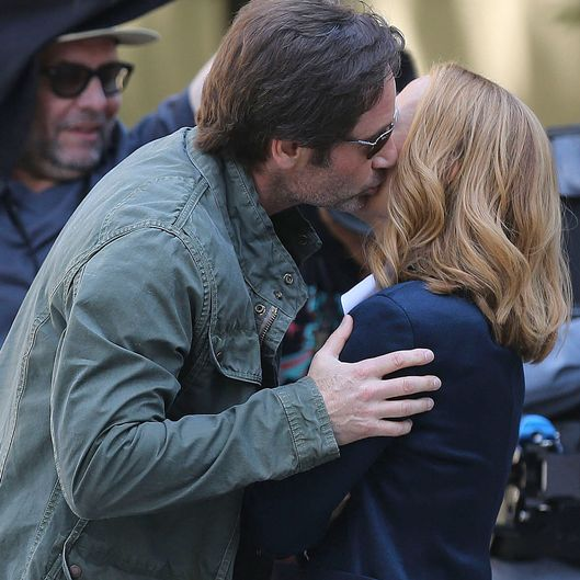 David Duchovny and Gillian Anderson on the new 'X-Files' set