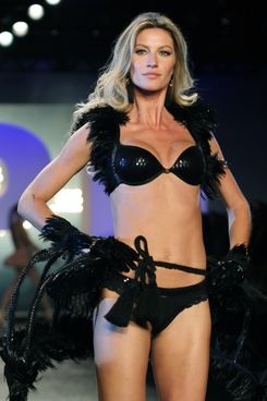 SAO PAULO, BRAZIL - MAY 12: Gisele Bundchen walks the runway during the 'Hope' Valentine Day Special Collection Launch Fashion Show on May 12, 2011 in Sao Paulo, Brazil. (Photo by Antonio de Moraes Barros Filho/WireImage)