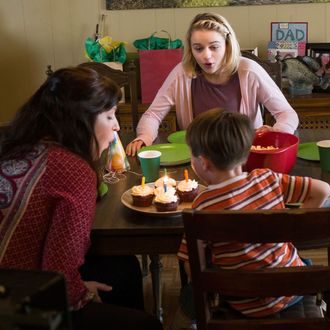 "FARGO -- ""Palindrome"" -- Episode 210 (Airs December 14, 10:00 pm e/p) Pictured: (starting clockwise, far left) Keith Carradine as Lou Solverson, Joey King as Greta Grimly, Colin Hanks as Gus Grimly, Allison Tolman as Molly Solverson. CR: Chris Large/FX"