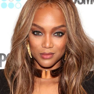 tyra banks is returning as host of america s next top model