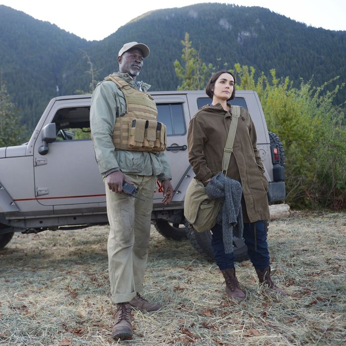 WAYWARD PINES: L-R: Djimon Hounsou and guest star Shannyn Sossamon in the