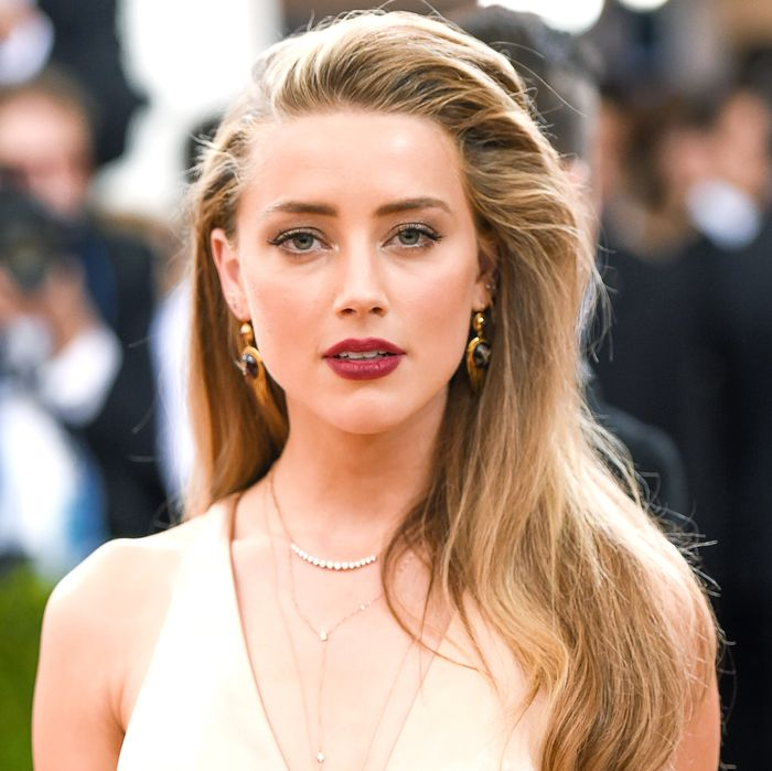 amber heard donating her entire divorce settlement to charity is the
