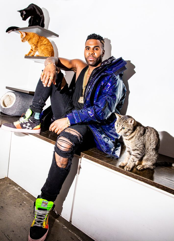 Jason Derulo Says Meow