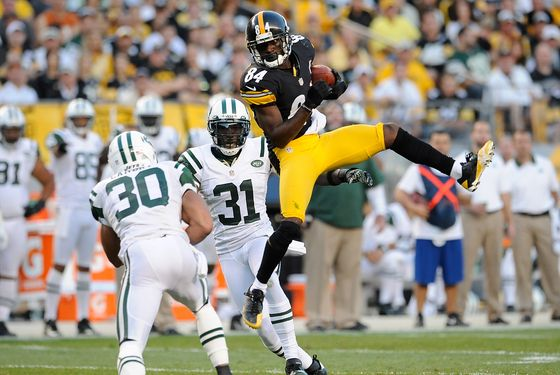 PITTSBURGH, PA - SEPTEMBER 16 :  Antonio Brown #84 of the Pittsburgh Steelers makes a catch in front of LaRon Landry #30 and Antonio Cromartie #31 of the New York Jets on September 16, 2012 at Heinz Field in Pittsburgh, Pennsylvania.  (Photo by Joe Sargent/Getty Images)