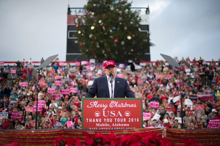 Trump campaign didn't request Christmas tree for Mobile rally