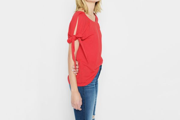 7 for All Mankind Bow Tie Sleeve Tee in Poppy