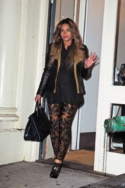 Beyonce late night shopping at Curve Soho in NYC.