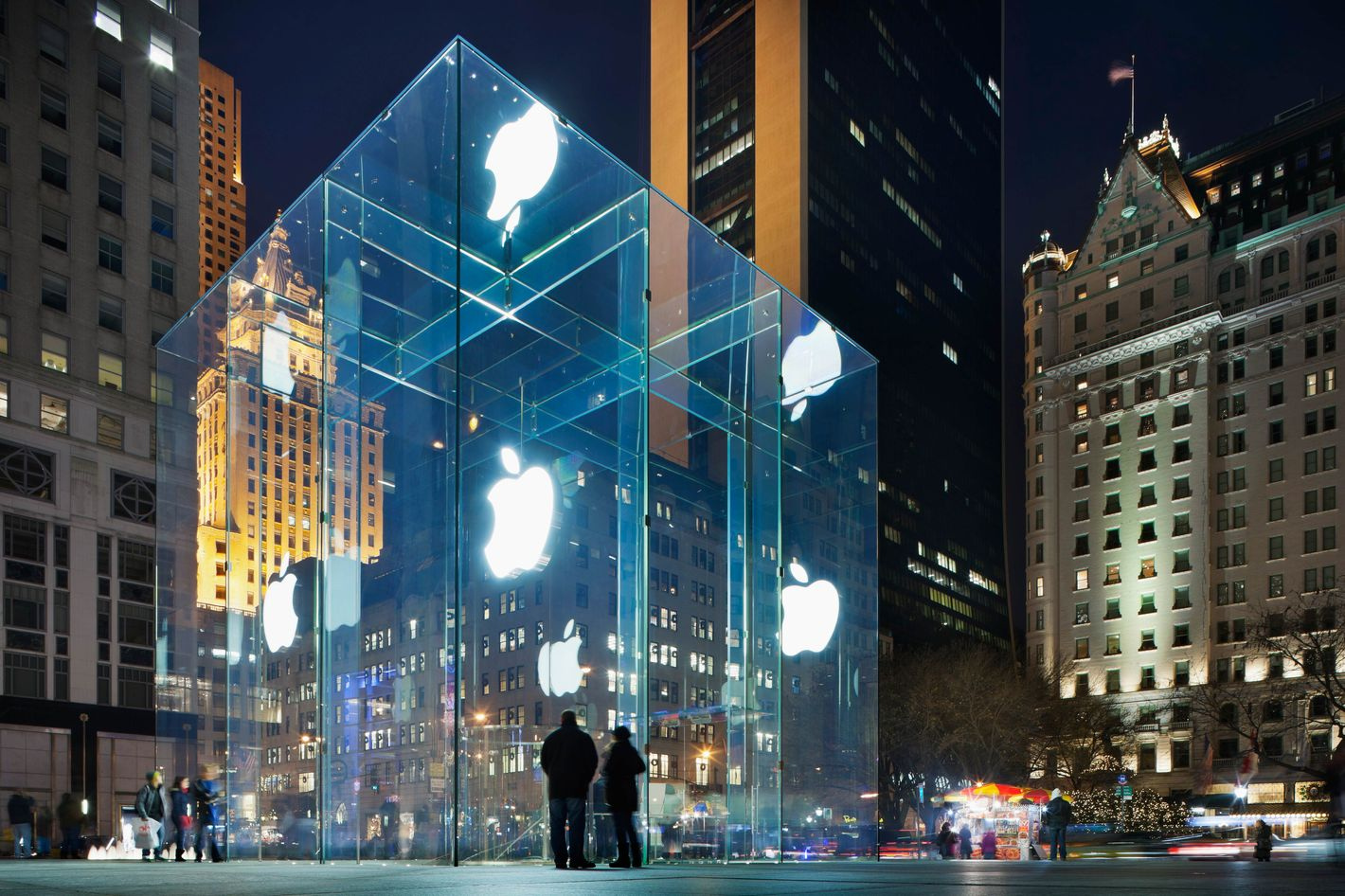 The Untold Story of How the Apple Store Cube Landed in Midtown