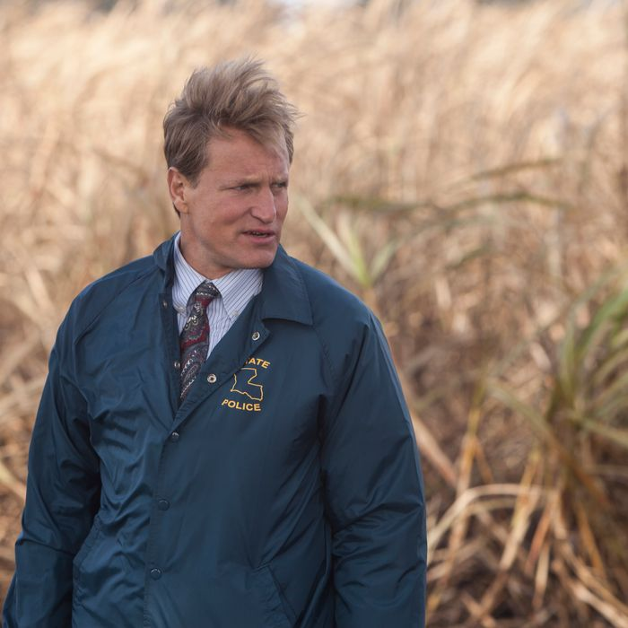 SCENE 1.4 / Exterior Sugarcane Field - Crime Scene (1995) - Marty and Cohle arrive at the body. / Photo: Jim Bridges/HBO HBO's