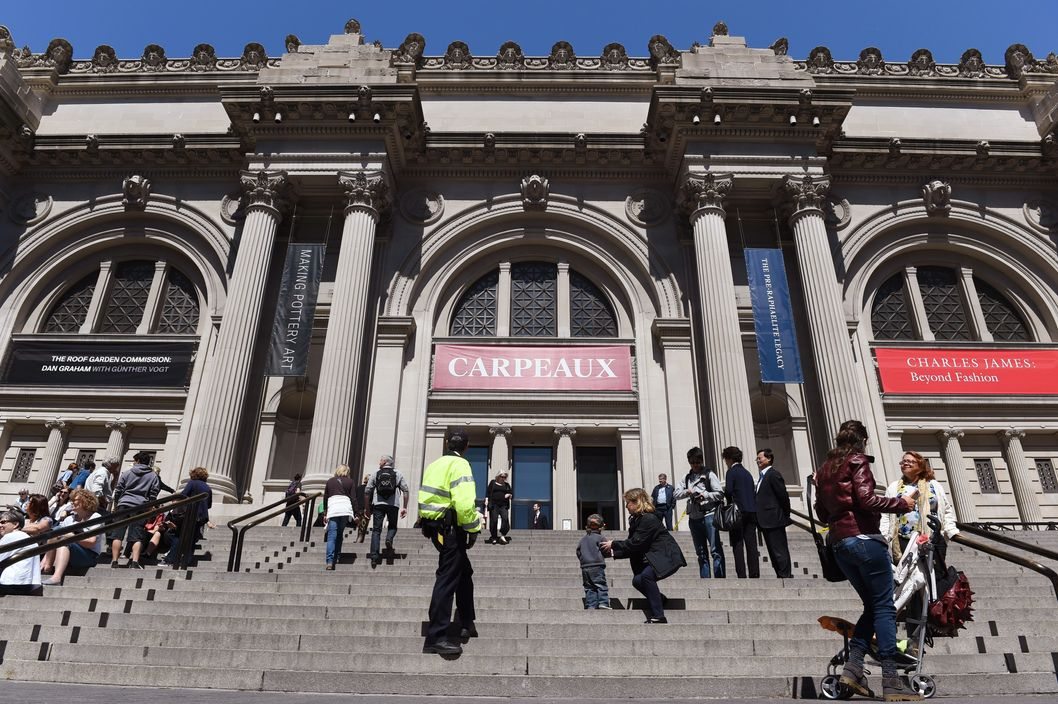 The front steps and entrance to The Metropolitan Museum of Art May 19, 2014 in New York. AFP PHOTO/Stan HONDA        (Photo credit should read STAN HONDA/AFP/Getty Images)