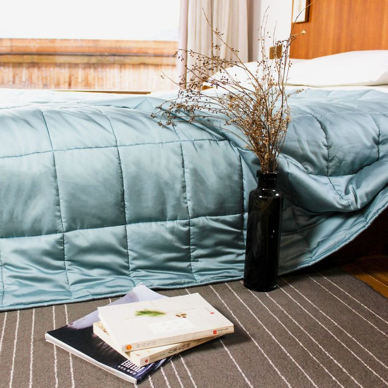 YnM Cooling Weighted Blanket With Bamboo Viscose Face