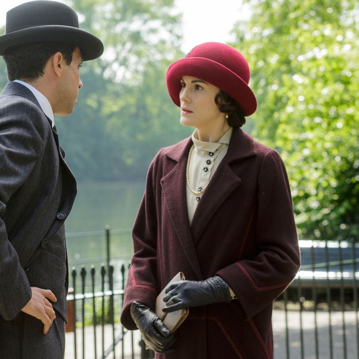 Downton Abbey, Season 5 On MASTERPIECE on PBS Part Four Sunday, January 25, 2015 at 9pm ET Lord Merton delivers a bombshell to Isobel, and Mary does likewise to Tony. Police suspicions deepen in an unexplained death. Robert and Sarah lock horns. Shown from left to right: Tom Cullen as Lord Gillingham and Michelle Dockery as Lady Mary (C) Nick Briggs/Carnival Film & Television Limited 2014 for MASTERPIECE This image may be used only in the direct promotion of MASTERPIECE CLASSIC. No other rights are granted. All rights are reserved. Editorial use only. USE ON THIRD PARTY SITES SUCH AS FACEBOOK AND TWITTER IS NOT ALLOWED.