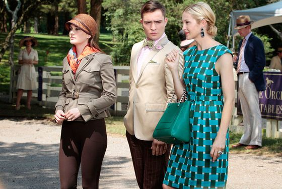 "GOSSIP GIRL-- ""Portrait of a Lady Alexander""-- Pictured (L-R): Leighton Meester as Blair Waldorf,  Ed Westwick as Chuck Bass Kelly Rutherford as Lily Van Der Woodsen"