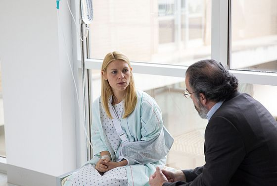 Claire Danes as Carrie Mathison and Mandy Patinkin as Saul Berenson in Homeland