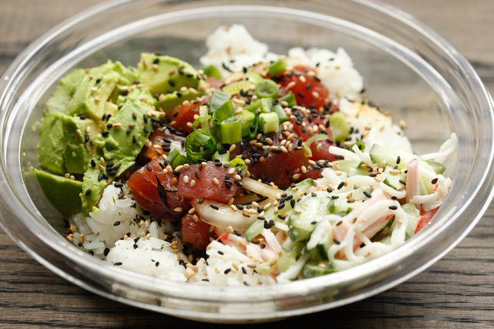 Hawaii Style over white rice: ahi tuna, hijiki, scallions, sweet onions, classic sauce.
