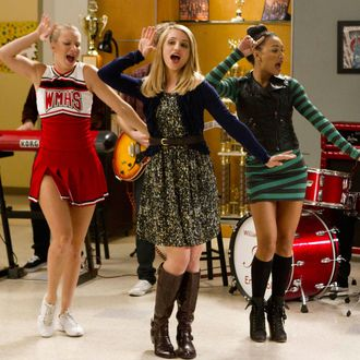 "GLEE: Brittany (Heather Morris, L), Quinn (Dianna Agron, C) and Santana (Naya Rivera, R) perform in the ""Thanksgiving"" episode of GLEE airing Thursday, Nov. 29 (9:00-10:00 PM ET/PT) on FOX. ©2012 Fox Broadcasting Co. CR: Adam Rose/FOX"