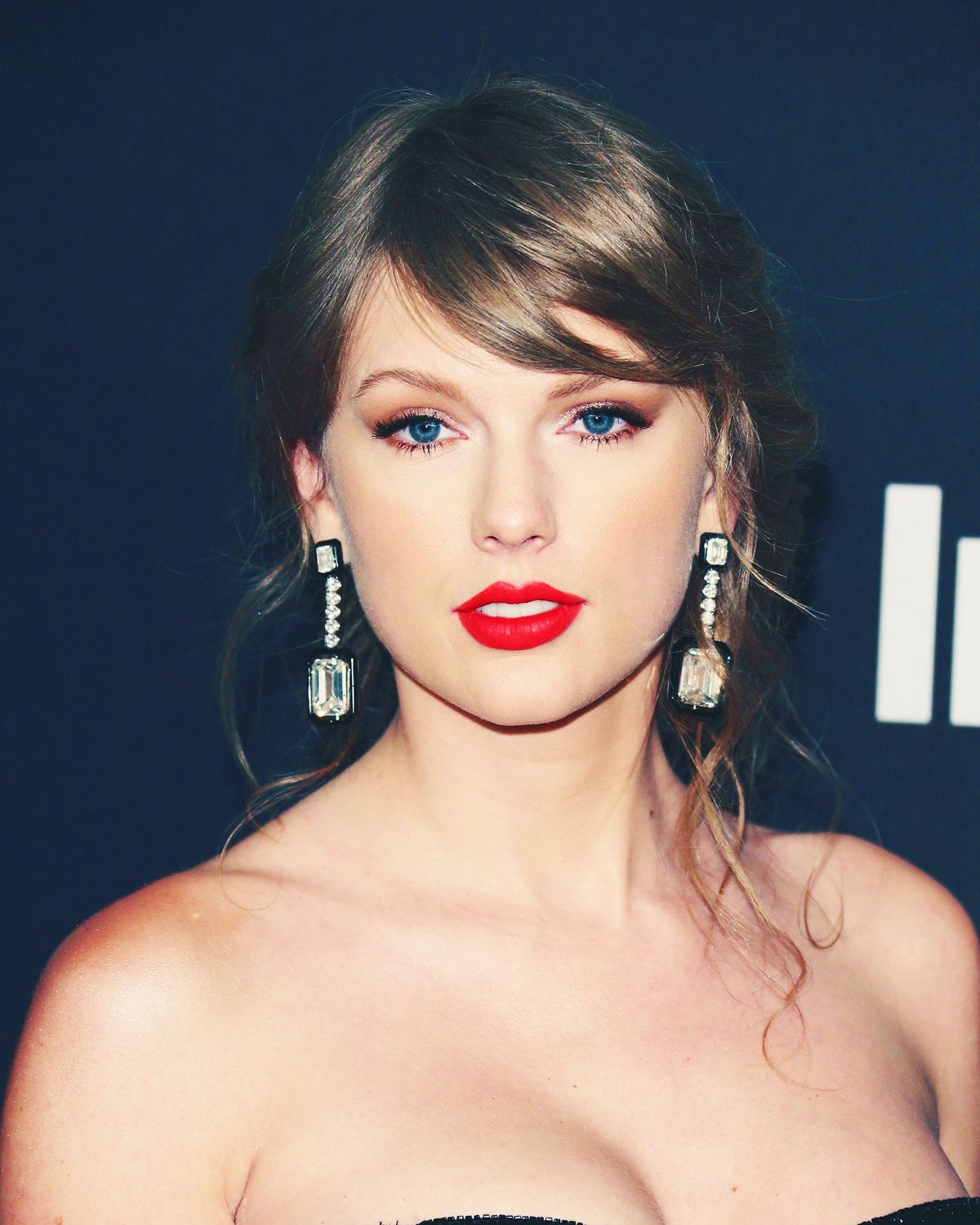 Taylor Swift Is A Pretty Good Blogger In Elle Essay