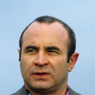 English actor Bob Hoskins on Brighton Pier, during the filming of 'Mona Lisa', September 1985. (Photo by Georges DeKeerle/Getty Images)