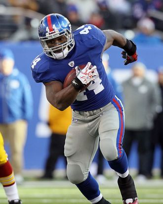 EAST RUTHERFORD, NJ - DECEMBER 05: Ahmad Bradshaw #44 of the New York Giants runs the ball against the Washington Redskins on December 5, 2010 at the New Meadowlands Stadium in East Rutherford, New Jersey. The Giants defeated the Redskins 31-7. (Photo by Jim McIsaac/Getty Images)