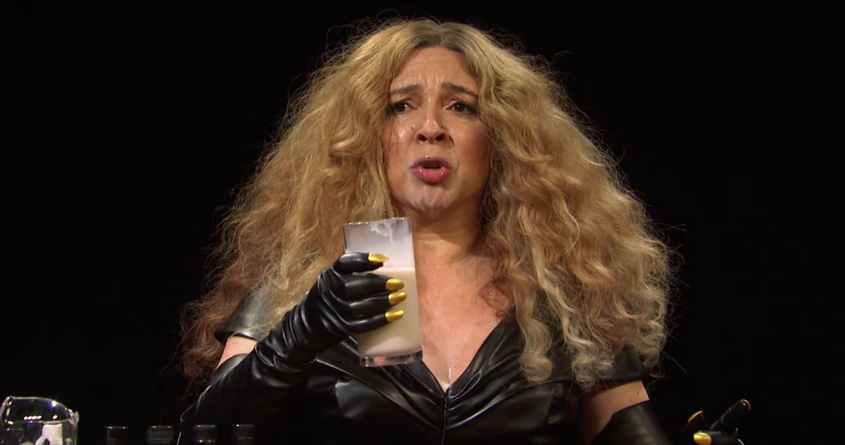 Beyoncé Maya Rudolph completely melts down on YouTube Hot Ones