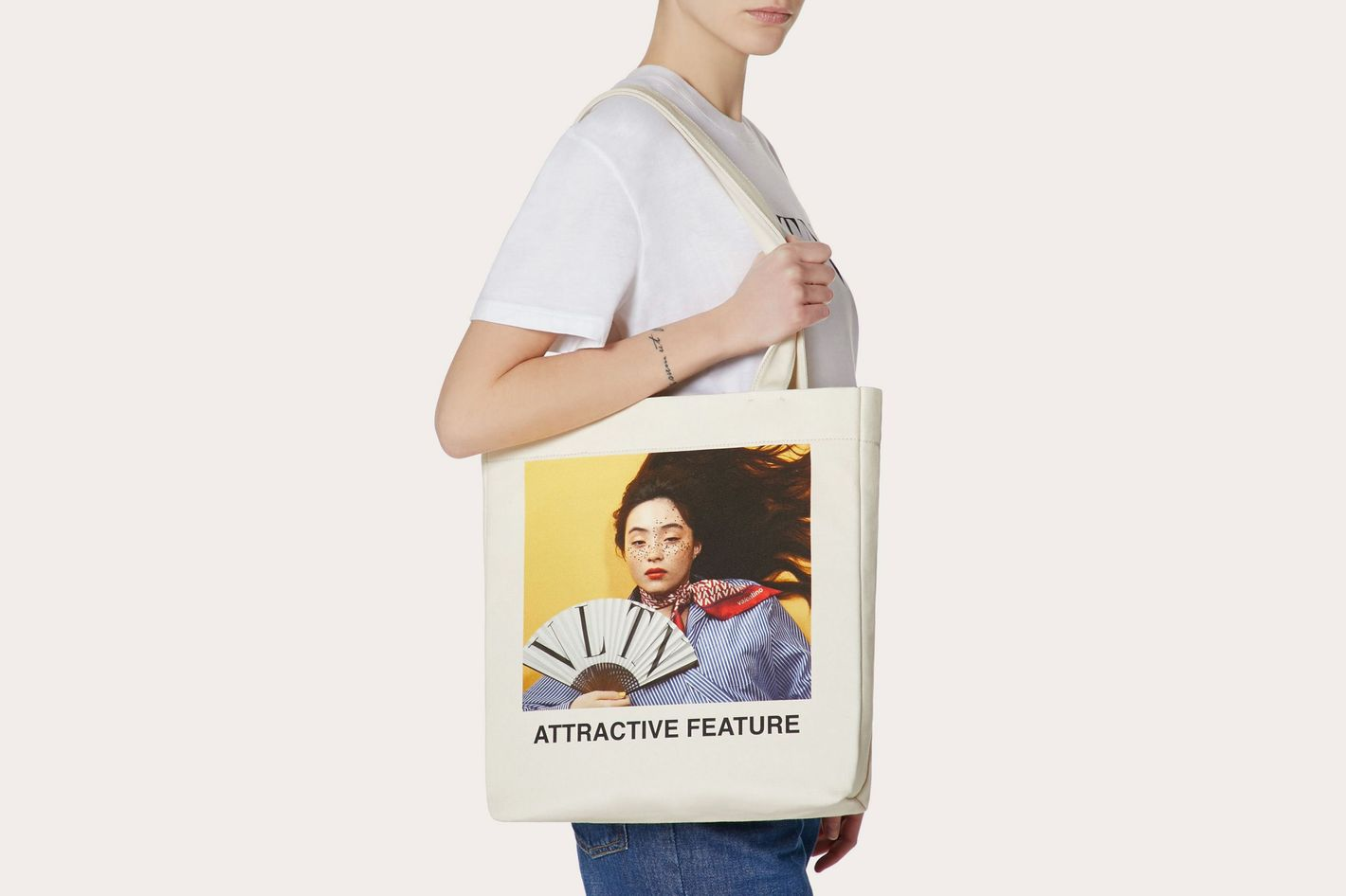 """Shopper With """"Attractive Feature"""" Print"""