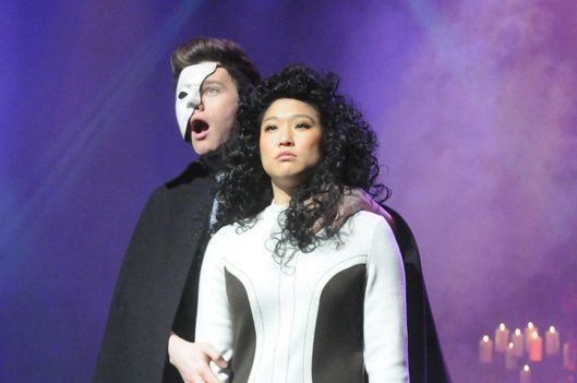 "GLEE: Kurt (Chris Colfer, L) and Tina (Jenna Ushkowitz, R) perform in the ""Choke"" episode of GLEE airing Tuesday, May 1 (8:00-9:00 PM ET/PT) on FOX."