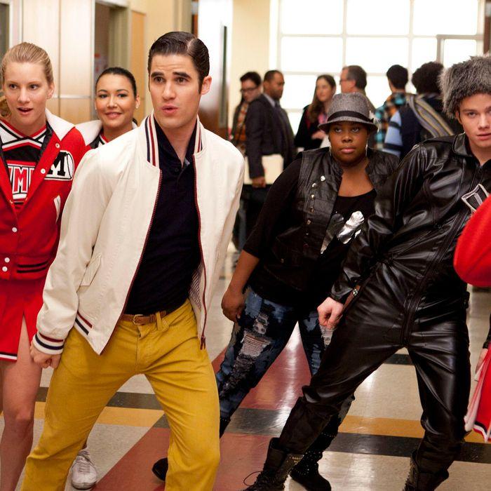 "GLEE: L-R: Brittany (Heather Morris), Blaine (Darren Criss), Santana (Naya Rivera), Mercedes (Amber Riley) and Kurt (Chris Colfer) perform in the ""Michael"" episode of GLEE airing Tuesday, Jan. 31."