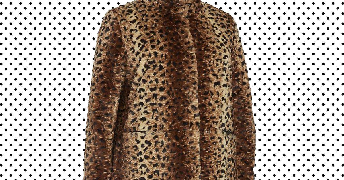 d1423c1d7e44 14 Plus-Size Coats for a Stylish Winter