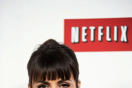 "Constance Zimmer poses on the red carpet during the Netflix's ""House Of Cards"" Washington DC Screening at NEWSEUM on January 29, 2013 in Washington, DC."