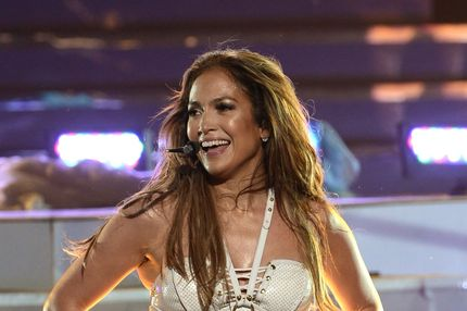 "LOS ANGELES, CA - MAY 16:  Singer Jennifer Lopez performs onstage during Fox's ""American Idol 2013"" Finale Results Show at Nokia Theatre L.A. Live on May 16, 2013 in Los Angeles, California.  (Photo by Kevin Winter/Getty Images)"