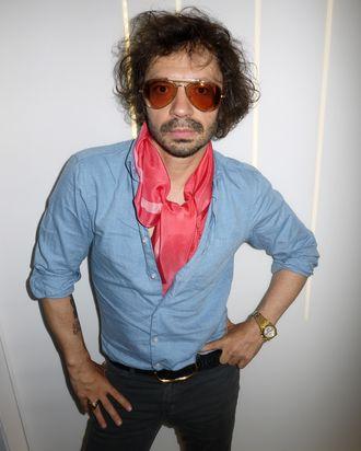 Olivier Zahm et pink scarf.