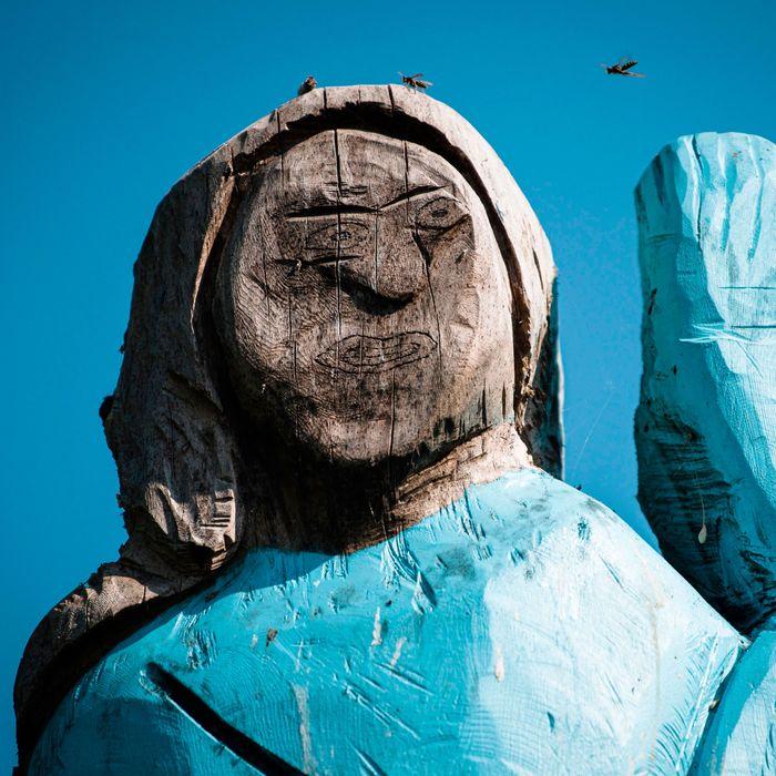 Bizarre Melania Trump Statue In Slovenia Attracts Criticism-5025