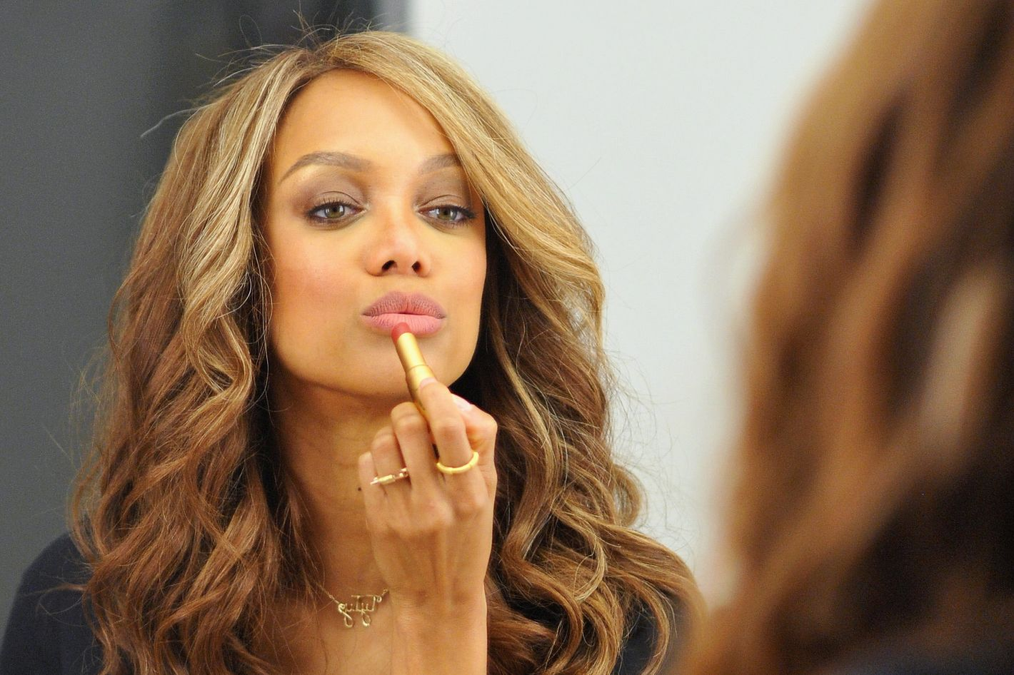 Tyra Banks trades beauty pointers