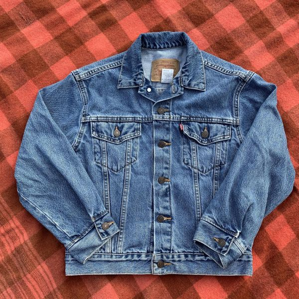 Vintage cropped Levi's blue jean jacket size medium